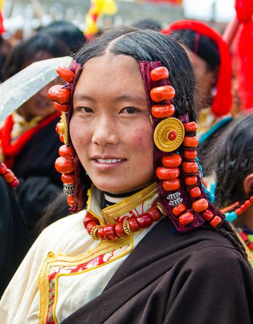 01-Pic by Antoine Taveneaux -800px-People_of_Tibet13-By Antoine Taveneaux - Own work, CC BY-SA 3.0, httpscommo