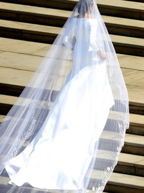 06-Meghan Markle's stunning Bivenchy wedding dress