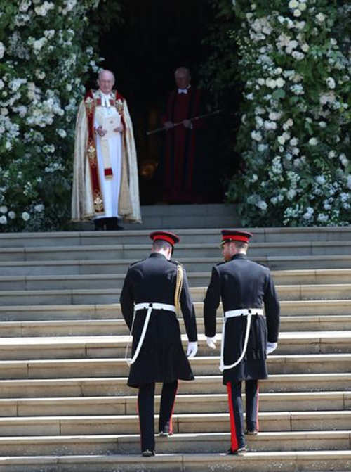 12,- Groom arrives at the church in military attire--PHOTO-JANE BARLOW-AFP-GETTY IMAGES5