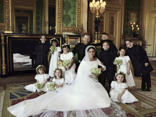 22-Royal wedding portrait features Pr. Harry and Duches Meghan --PHOTO-ALEXI LUBOMIRSKI,KENSINGTON